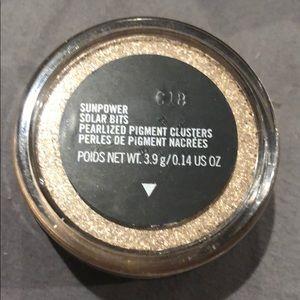 MAC Cosmetics Solar Bits-Sunpower